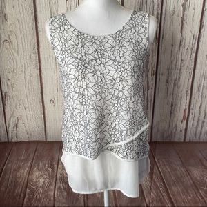 Maurices lace floral sleeveless top size medium